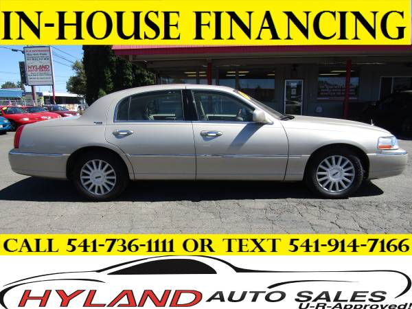 2005 LINCOLN TOWN CAR SIGNATURE LIMITED *U-R APPROVED! @ HYLAND AUTO*
