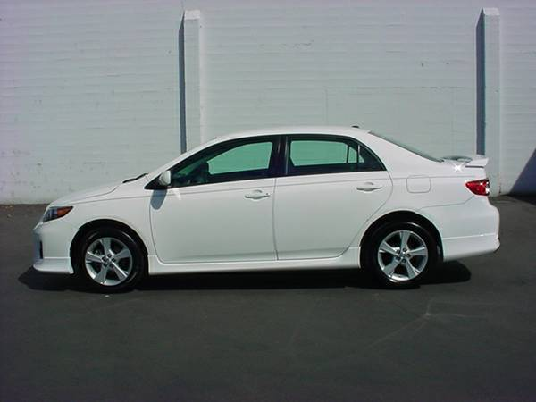 2011 TOYOTA COROLLA S SEDAN! ONLY 59K MILES!