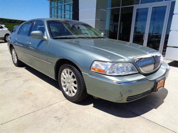 2006 *Lincoln* *Town* *Car* Signature - GET APPROVED TODAY!!!!