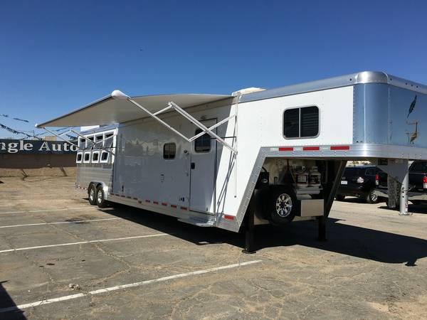 4 Horse Trailer, 15ft Long with Living Quarters, Featherlite 9821-417B