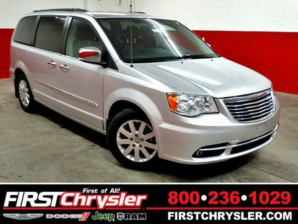 2011 *Chrysler Town & Country* Touring-L - Chrysler Bright Silver...