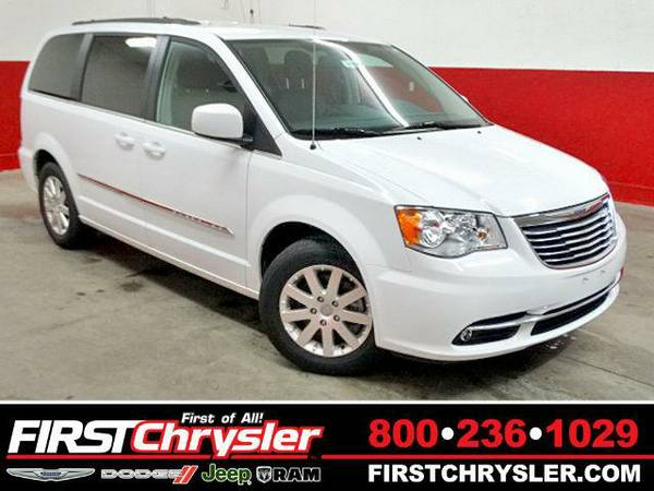 2015 *Chrysler Town & Country* Touring - Chrysler Bright White Clear...