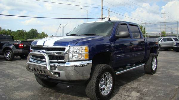 2013 Chevy Silverado Z71 Lifted Crew LOW MILES 1 OWNER
