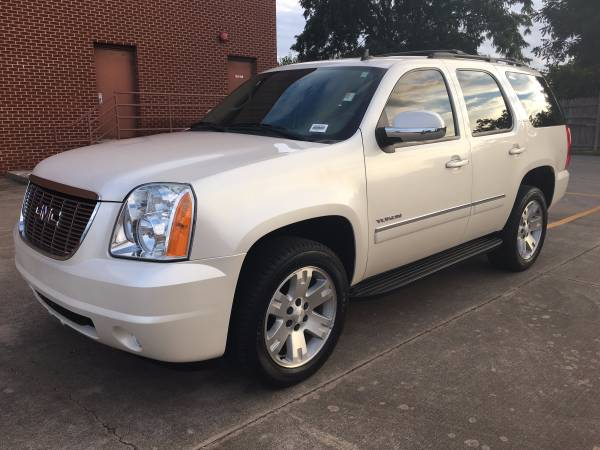2012 GMC Yukon SLT 4WD!! Family Vehicle In Great Condition!!!