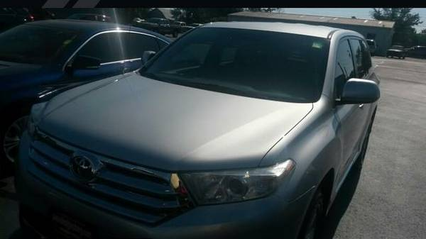 2012 Toyota Highlander - FREE OIL CHANGES FOR LIFE
