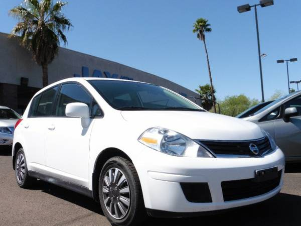 2012 Nissan Versa 5dr HB Auto 1.8 S / CLEAN CARFAX / / LOW MILES /