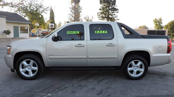 2007 CHEVROLET AVALANCHE WITH LEATHER AND MOONROOF! 19 SERVICE RECORDS