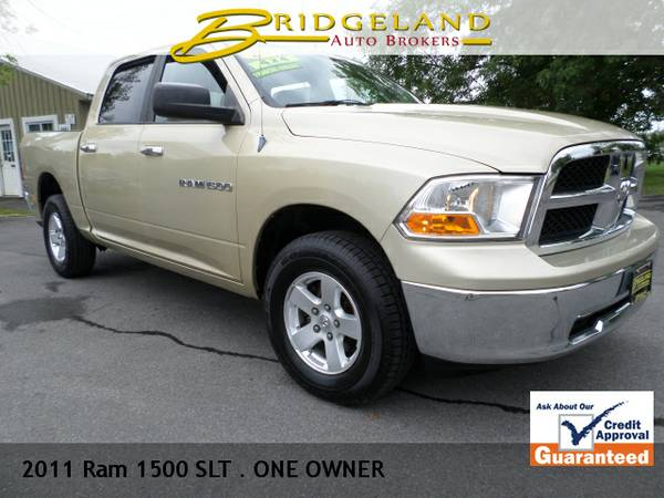 2011 Ram 1500 SLT CREW CAB .. ONE OWNER .. 84,000 MILES CLEAN!