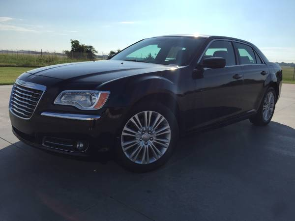 2014 CHRYSLER 300!!! AWD!! LEATHER LOADED!!