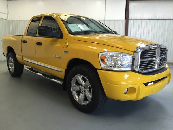 2008 DODGE RAM 1500 4X4*5.7 HEMI*YELLOW**LEATHER**CHROME RIMS**TINT**!