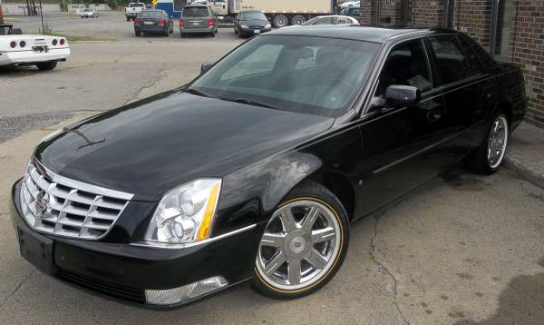 2007 Cadillac DTS - LOW MILES Black on Black Loaded Chrome Vogues