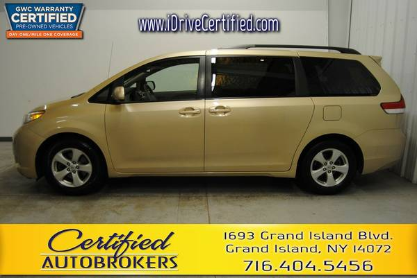2011 *Toyota Sienna LE* 3rd Row Seating *Back Up Camera*