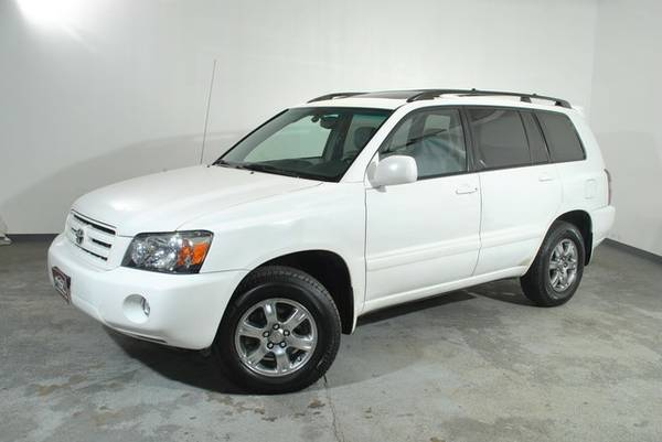 2007 Toyota Highlander-4WD, 3.3L V6 Enging with a Sunroof and WARRANTY