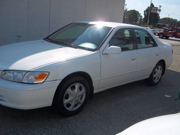 Toyota 2001 Camry CE (191000 miles) runs very good, gas saver, 4 cylin
