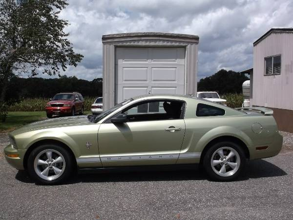 ALL CREDIT WELCOME!! APPLY NOW!!!2006 Ford Mustang V6 Standard Coupe