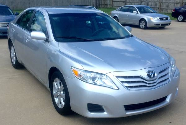 2011 *Toyota* *Camry* LE