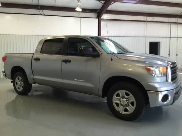 2011 TOYOTA TUNDRA CREW CAB*LEATHER**AUTOMATIC*V8**SUPER NICE *!!!!!!