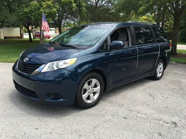 2011 TOYOTA SIENNA 5dr 7-PASSENGER VAN V6 LE AAS CLEAN TITLE/LIKE NEW!