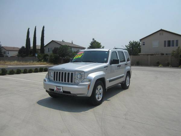 2009 JEEP LIBERTY SPORT 4X4 (ONLY 30K MILES)