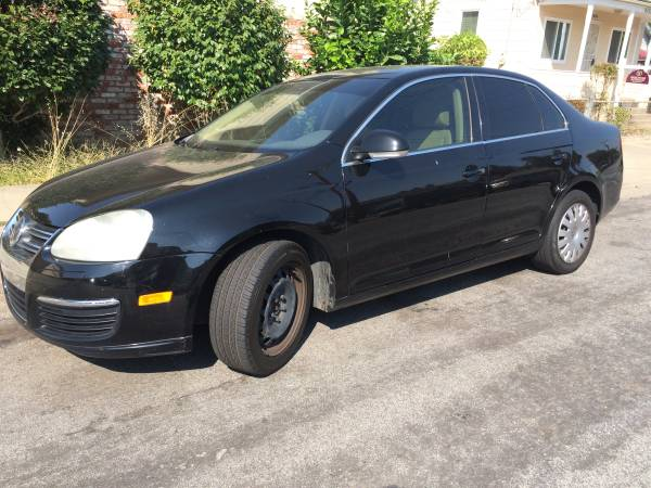 2005 vw Jetta clean title, leather seats, smoged call or text