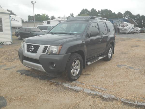 2010 NISSAN XTERRA (ONLY TWO OWNERS AND DVD PLAYERS FOR THE KIDS)