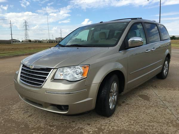 2008 CHRYSLER TOWN & COUNTRY!! CLEAN CARFAX!! SWIVEL & GO SEATING!!