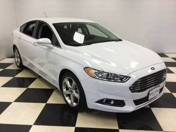 2016 FORD FUSION SE LOW MILES! FACTORY WARRANTY! SUPERB CONDITION!!