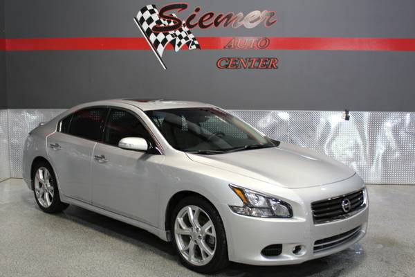 2012 NISSAN MAXIMA - LOW MILES!