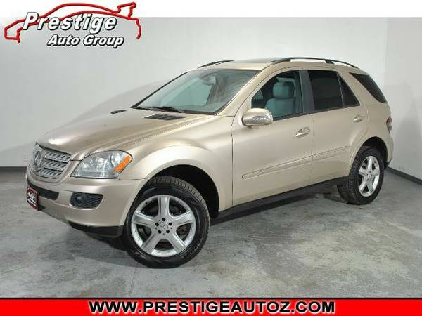 2006 Mercedes-Benz ML500-4WD, 5.0L V8 Engine, Sunroof, Leather!