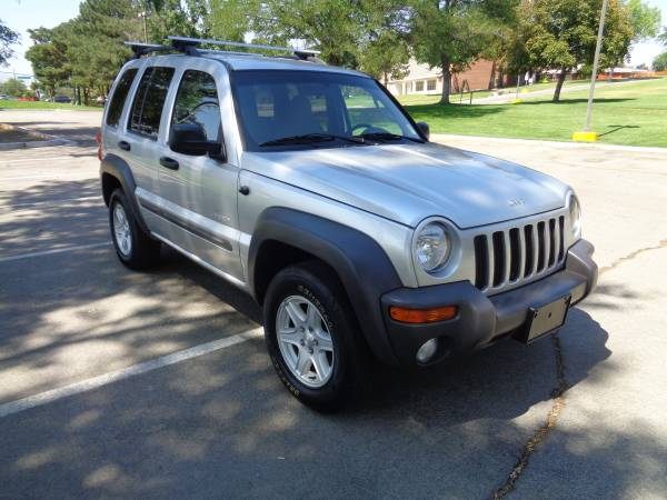 2004 Jeep Liberty, 4x4, auto, 6cyl. loaded, SUPER CLEAN!!!