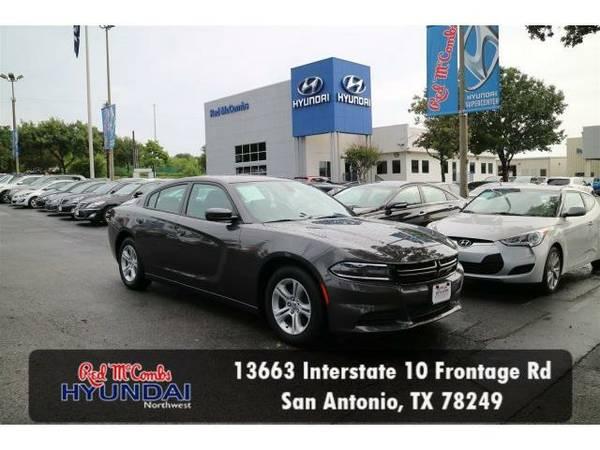 2016 *Dodge Charger* SE (Gray) Habla Español