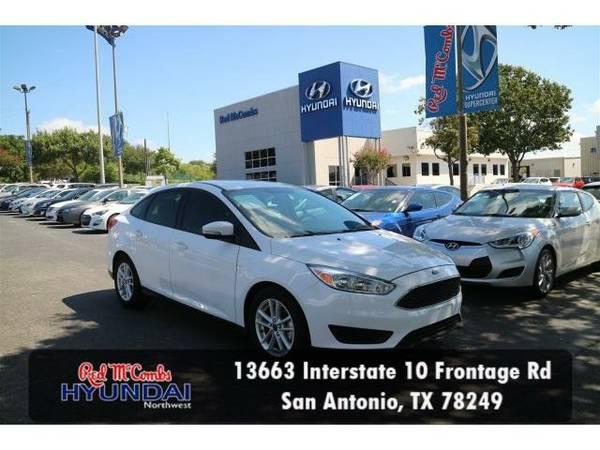 2015 *Ford Focus* SE (Oxford White) Habla Español