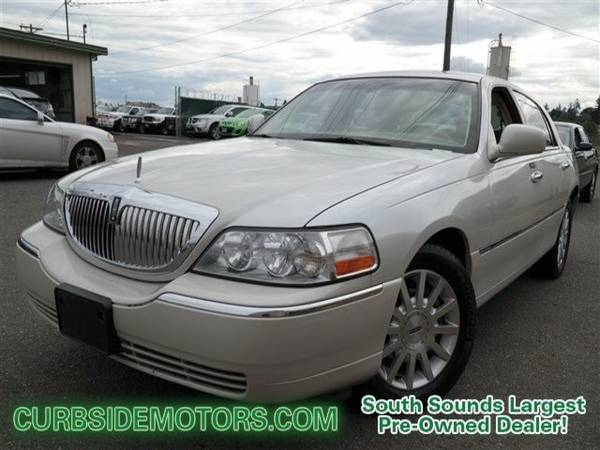 2006 Lincoln Town Car 4D Sedan Signature