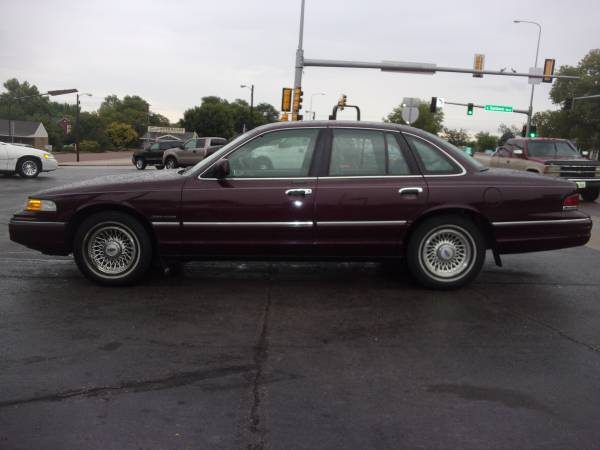 WOW!!! 1994 Ford Crown Victoria