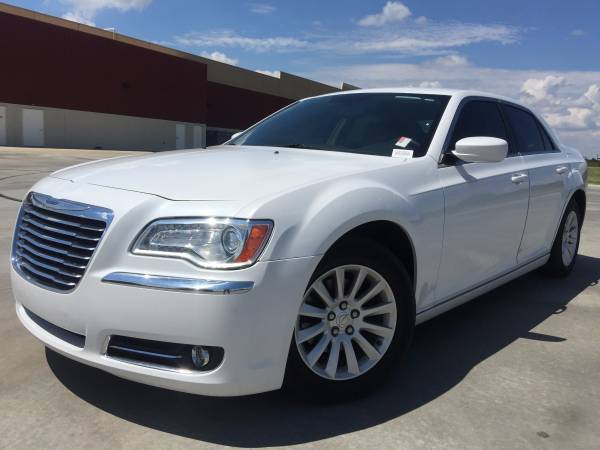 2013 CHRYSLER 300!! LEATHER LOADED!! TOUCH SCREEN NAVIGATION!!