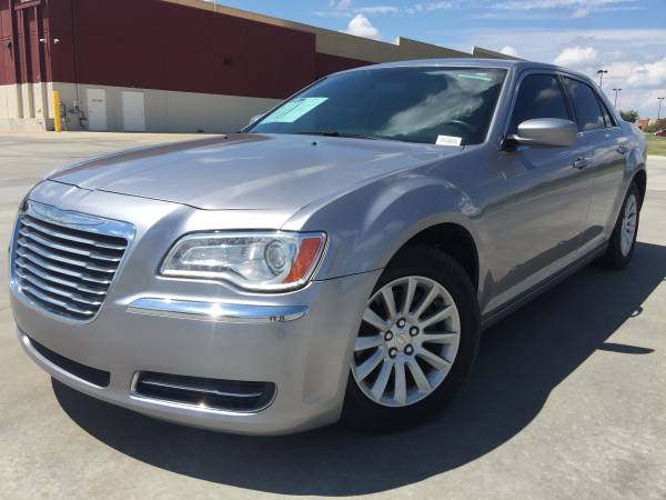 2013 CHRYSLER 300!! LEATHER LOADED!! TOUCH SCREEN AUDIO!!