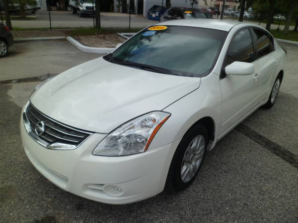 2011 Nisan altima Low miles clean car fax