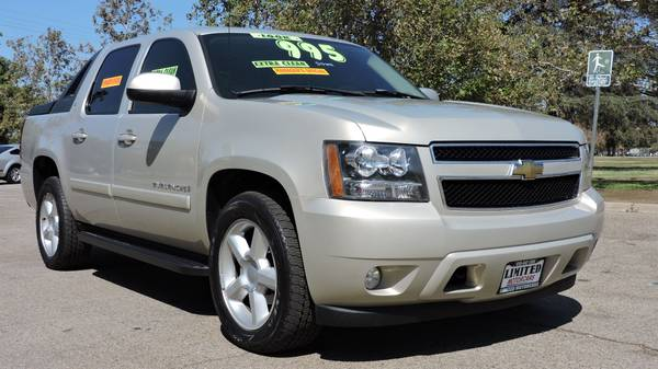 2007 CHEVROLET AVALANCHE WITH LEATHER AND MOONROOF