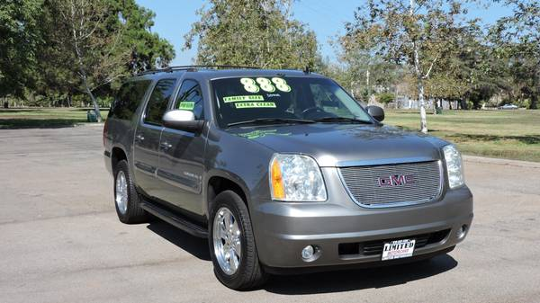2007 GMC YUKON XL! LEATHER AND REAR ENTERTAINMENT CLEAN CARFAX!