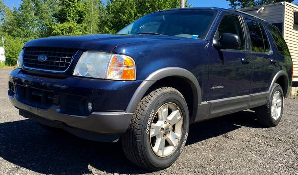 2002 FORD EXPLORER XLT 4X4 - THIRD ROW SEATING - GREAT PRICE!!