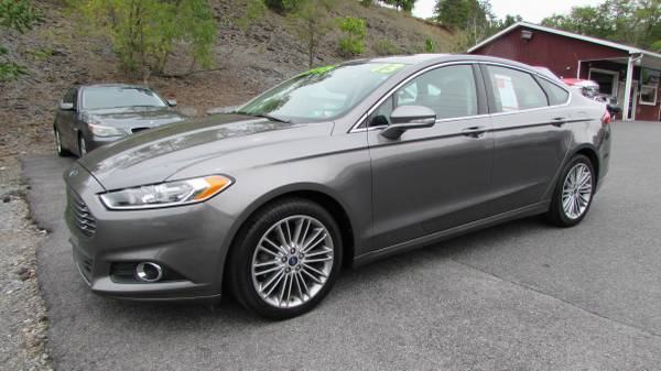 2013 FORD FUSION SE CLEAN (ALL CREDIT OK)