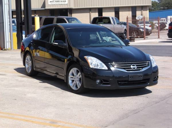 2010 Nissan Altima 3.5SR. ONLY 127k Miles! CLEAN CARFAX ZERO ACCIDENTS