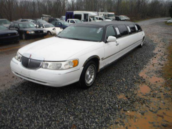2000 *LINCOLN* *TOWN* *CAR* RWD - Trade-Ins Welcome!