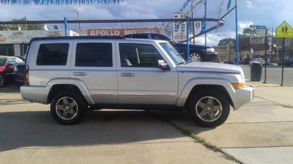 ---2006 Jeep Commander - silver V6---