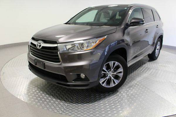 2015 *Toyota* *Highlander* XLE V6 - Call or Text! Financing Available