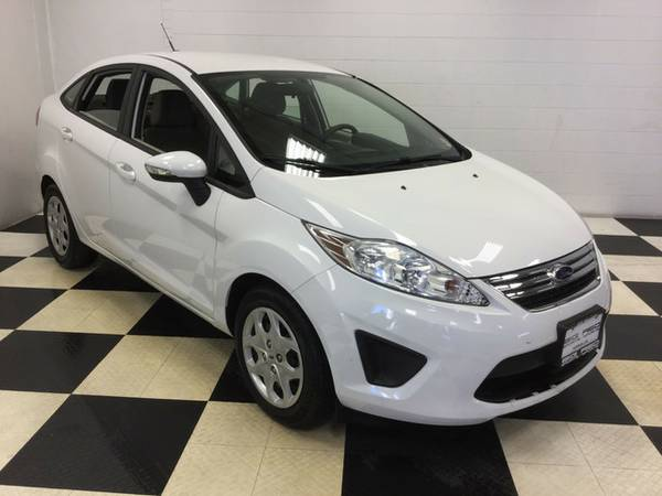 2013 FORD FIESTA LOW MILES! FUEL SAVER! MINT CONDITION!!