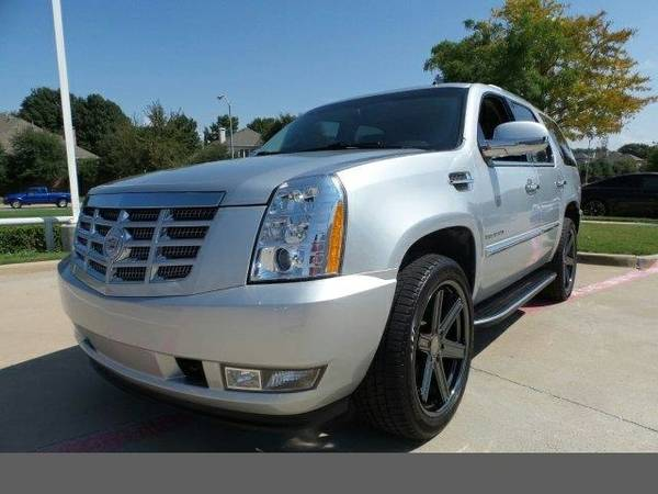 2013 Cadillac Escalade Luxury SKU:DR107738 SUV