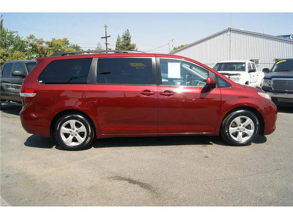 2011 *Toyota* *Sienna* LE Minivan 4D ( Easy Financing Available )