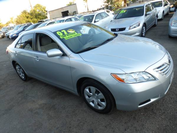 ***** 2007 Toyota Camry LE Clean TITLE & CARFAX 100K miles WOW !!!!!!!