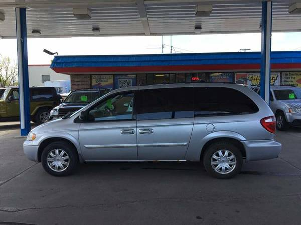 ★★★ 2006 Chrysler Town & Country...